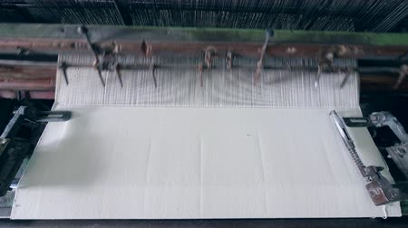 automático : Industrial machine is sewing fabric. Industrial textile equipment