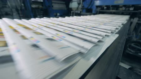 nakladatelství : Printed journals are moving along the conveyor belt Dostupné videozáznamy