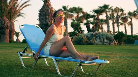 bronzeada : Happy lady enjoys vacation on a lounge chair. Summer holiday concept. Vídeos