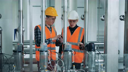 wódka : Two factory specialists are regulating brewing equipment