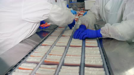utánzás : Industrial workers are packaging crab products