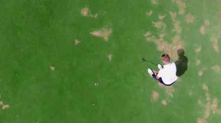 golfjátékos : Successful golf strike in a view from above