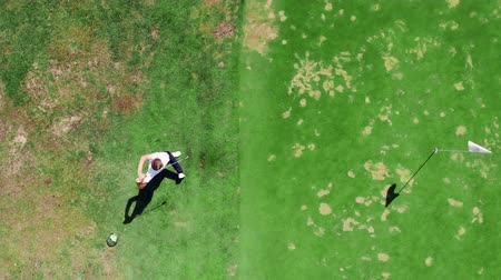 golfjátékos : Top view of a golf strike made by the male golfer