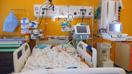 infusion : Little child sleeps in a bed in a modern ward. Stock Footage