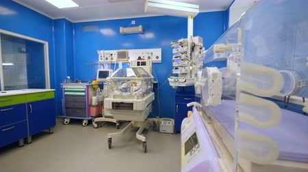 cobertor : Modern ward with a baby in infant incubator.