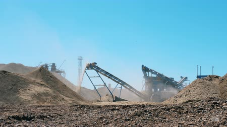 moloz : Mining Excavation equiipment. Machines are excavating and grinding rocks
