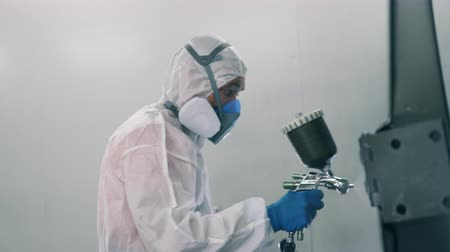 pneumatic : Garage worker with the paint-spraying gun at work