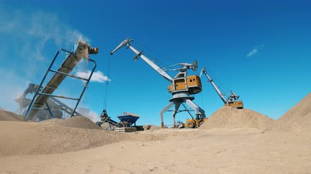 explotacion : Mining yard with quarrying machines working on it