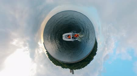 transporte acuatico : 360-degree panorama of a person sailing in a powerboat