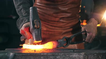 ручная работа : Incandescent metal element is getting forged. Slow motion.
