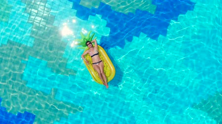 матрац : View form above of a swimming pool with a lady floating in it Стоковые видеозаписи