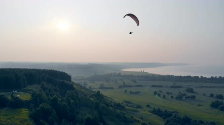 szybowiec : Person flies with a paraglider in sky. Paraglider in sky.