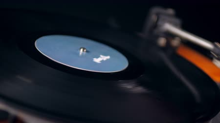 gramophone : Stylus is getting removed from the vinyl disc