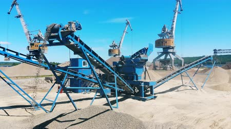explotacion : Cranes and crusher working at a quarry, mining rubble. Mining industry equipment.