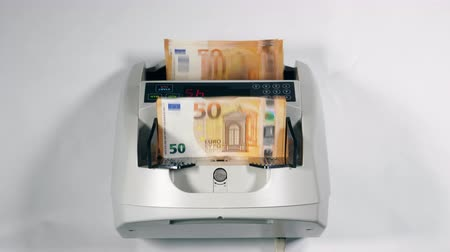 pushed : Cash euros pushed in a counting device, checked.
