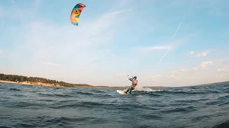 kiting : Riverbank with a man kiteboarding along it Stock Footage