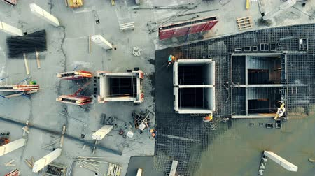 строительные леса : Top view of a concrete platform being constructed