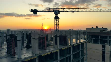 корпус : Multistory houses are being constructed at sunset Стоковые видеозаписи
