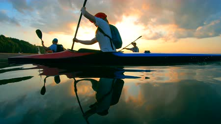 caiaque : Sunset waterscape with racing boaters