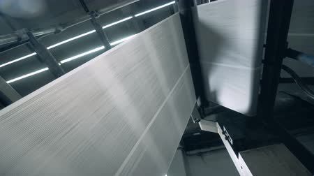 büro malzemesi : Paper web is rolling through the typographic machine Stok Video