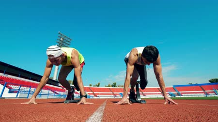 hátrány : Men with leg substitutes start racing at the stadium