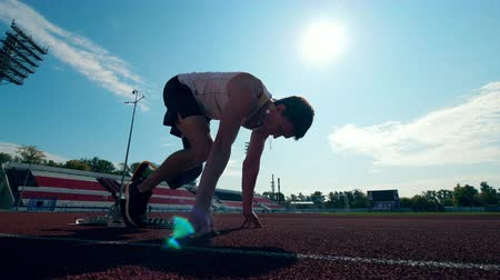paralympics : Training session of a male runner with an artificial leg Stock Footage