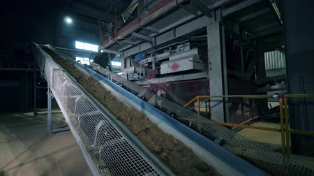 macchine movimento terra : Crushed stone moving on a factory conveyor.