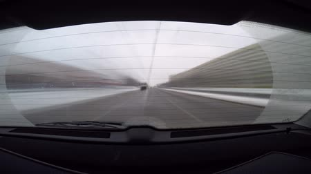 путешествие : car journey time lapse, rear view with blurred motion Стоковые видеозаписи
