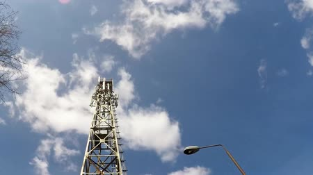 излучение : Cellphone telecommunication tower time lapse 1080p Стоковые видеозаписи