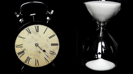 kum saati : Alarm Clock, hourglass. The concept of time, different times. time lapse