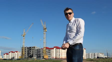 legfőbb : Inspector in handcuffs on the background of construction Stock mozgókép