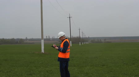 voltů : Engineer worker, Inspector walks to check and record power line Dostupné videozáznamy