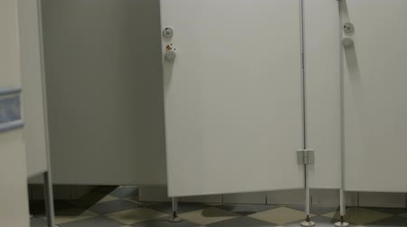 alargamento : male man runs into the toilet cabin in public wc Stock Footage