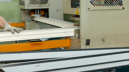 склеивание : Production and manufacturing of pvc windows, pvc window frame is located in the machine for soldering the corners of the pvc profile, close-up, soldering, automatic
