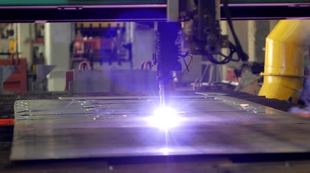 lézer : Plasma cutting of metal on an automatic laser machine, laser plasma cutting machine for cutting parts from metal, production, modern bench