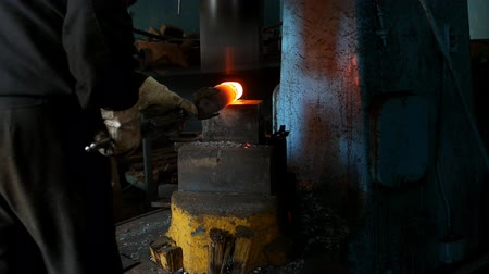 smithy : Blacksmith in the forge forges a metal part for mechanical engineering, hot metal and scale, slow motion, industry Stock Footage