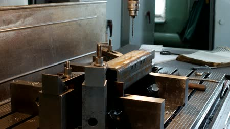 repairer : The drilling machine drills an opening in a metal workpiece, the manufacture of parts and assemblies, production and industry, machine-tool