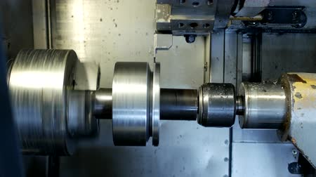 braçadeira : CNC lathe pulls out part of metal workpiece pulley, modern lathe for metal processing, close-up, turning