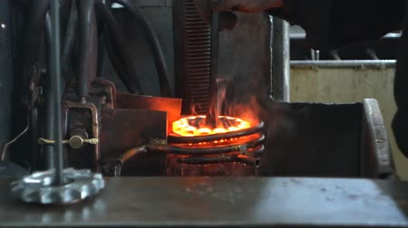kütük : Hardening and heat treatment of the metal gear of the part on the equipment for hardening of metal products, heat treatment at the factory, close-up Stok Video