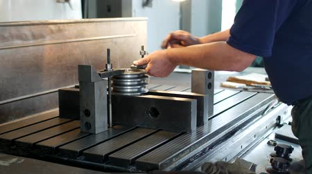 kütük : Male specialist borer fixes a metal pulley on a reaming machine, small business, block