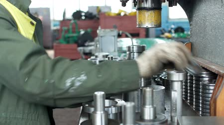ayarlama : The worker at the plant presses the bearing into the hub using a press machine, assembling the hub, assembling the unit for mechanical engineering, close-up, installation Stok Video
