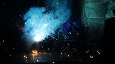 suporte : Welding of metal parts, a lot of sparks and smoke, close-up, industry, slo-mo,