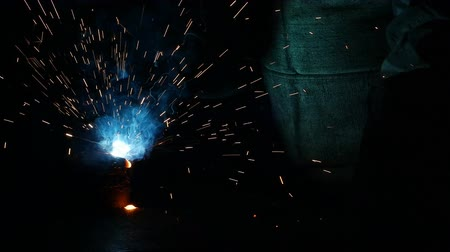 suporte : Welding of metal parts, a lot of sparks and smoke, close-up, industry, slow-mo Stock Footage