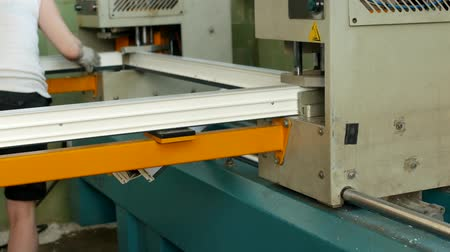 склеивание : Production and manufacturing of pvc windows, pvc window frame is located in the machine for soldering the corners of the pvc profile, close-up, soldering, gluing Стоковые видеозаписи