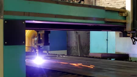 гравюра : Plasma cutting of metal on an automatic laser machine, laser plasma cutting machine for cutting parts from metal, production