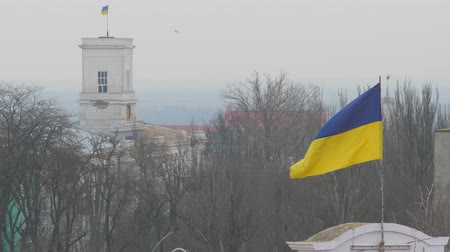 mastro de bandeira : Flag of Ukraine flutters upon annex Crimea. Disputed territories of Crimean peninsula. Occupied Crimea territory. Russian invasion of Crimea. Violation Ukraine s sovereignty and territorial integrity