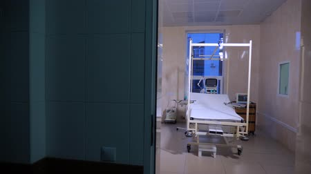 painless : Fully-equipped hospital ward with empty bed. Burn clinic background. Empty hospital room with medical equipment. Stock Footage