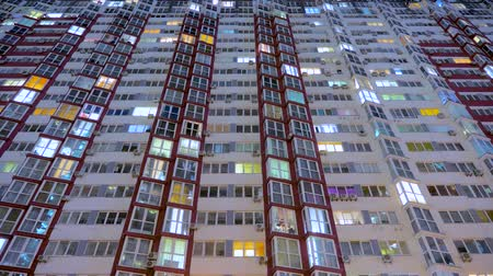 consumo : Light in the windows of housings. Turns on and off the light in the windows of houses. Lights of the night city. Time lapse. Business center outdoor. Vídeos