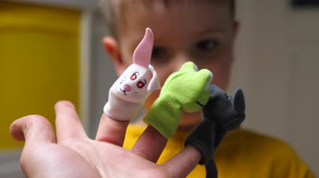 pediatria : Puppet show background. Role games for children. Acquaintance with animals. Playing with finger toys. Homemade multi-colored finger dolls. Performance in the kindergarten. Funny puppet show, theater.