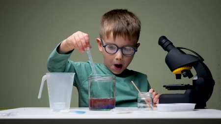 wynalazek : Kid doing experiments. Alternative education. Leisure activity indoors. Child playing with reagents. Young scientist. Young chemist.